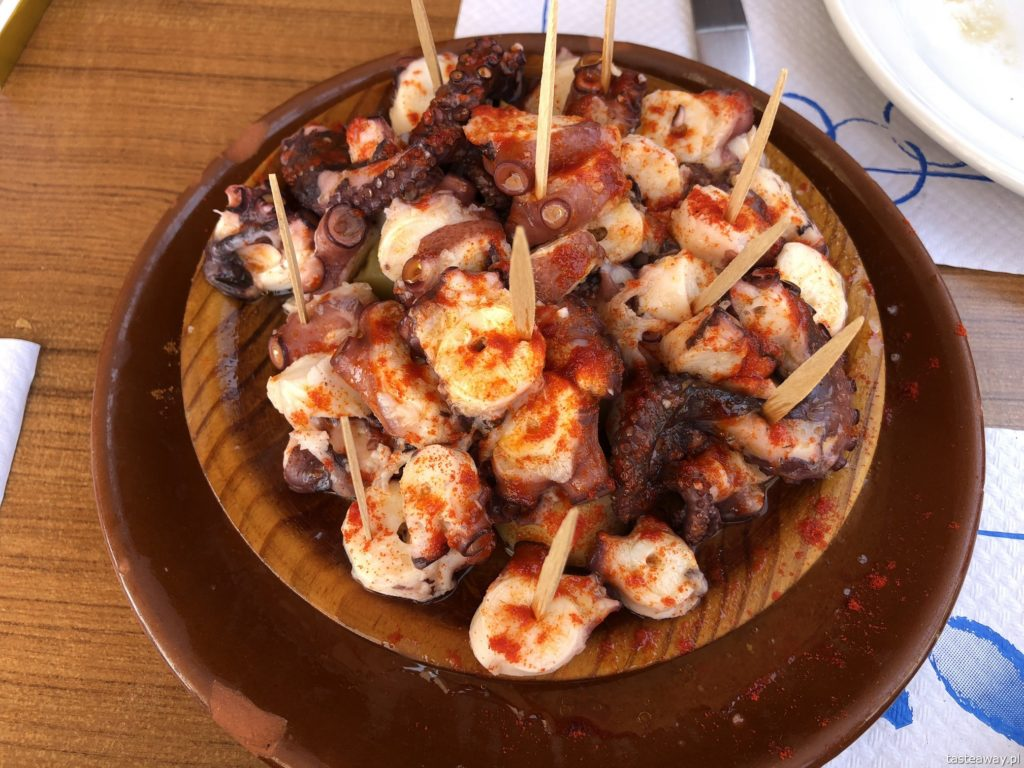 co jeść na północy Hiszpanii, co jeść w Asturias, co jeść w Galicji, mule, mejillones al vapor, kuchnia hiszpańska, tapas, owoce morza, ośmiornica, pulpo a la gallega