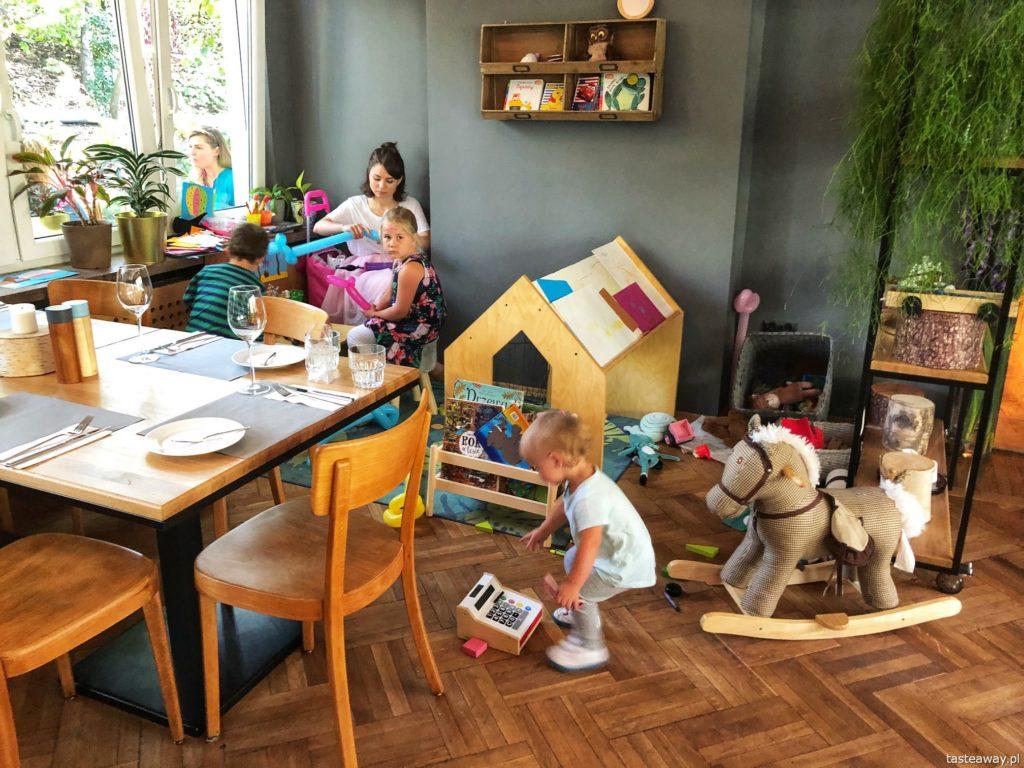 LAS, Lokalna Atrakcja Stolicy, gdzie na obiad w Warszawie, obiad z dziećmi w Warszawie, restauracje przyjazne dzieciom, Powiśle, rosół, łazanki