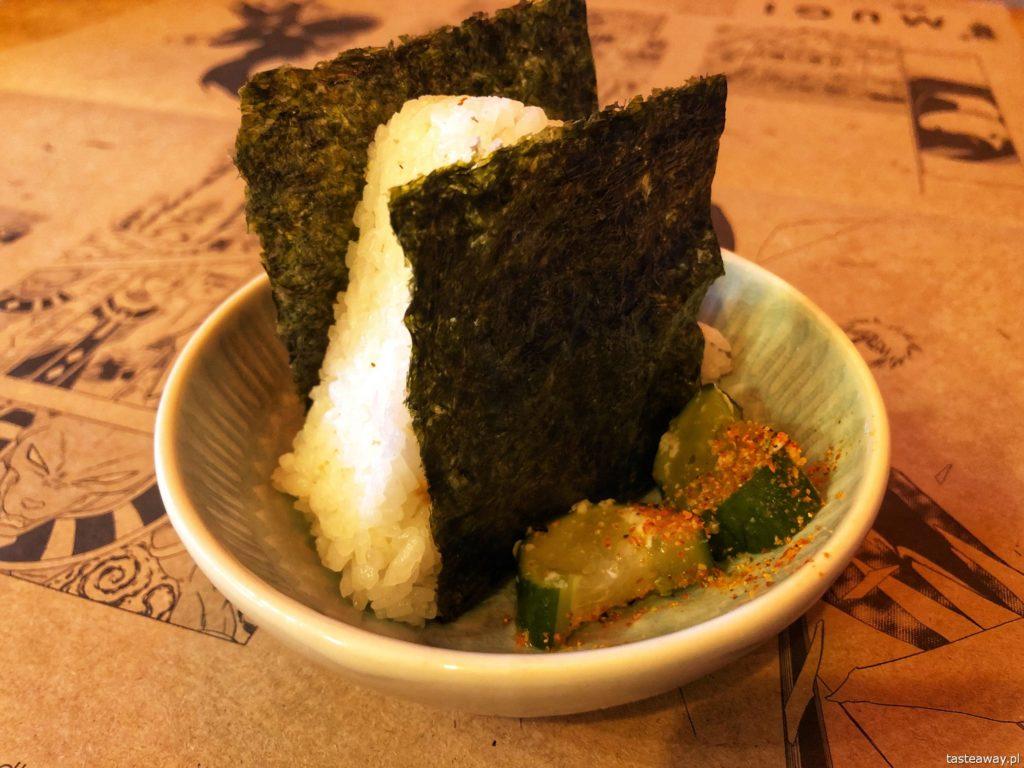Mugi, japońskie w Warszawie, gdzie na japońskie, Mugi, onigiri, onigiri z łososiem
