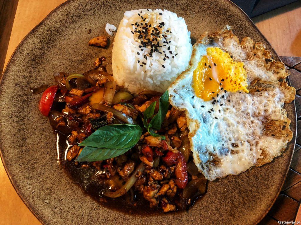 kuchnia tajska, kuchnia tajska w Warszawie, gdzie na tajskie, pad krapow, Koh Phangan