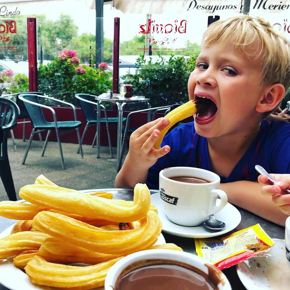 co jeść na północy Hiszpanii, co jeść w Asturias, co jeść w Galicji, mule, mejillones al vapor, kuchnia hiszpańska, tapas, owoce morza, churros con chocolate
