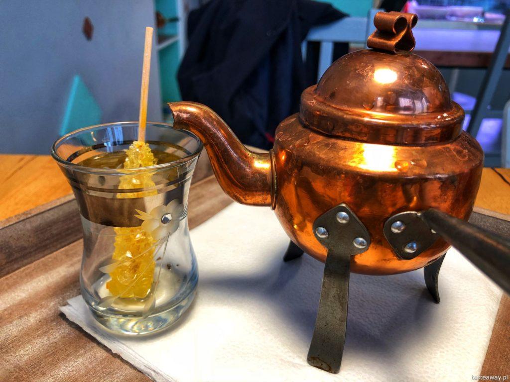 Tahina Wilcza, gdzie na falafele, kuchnia arabska, arabski street food, herbata
