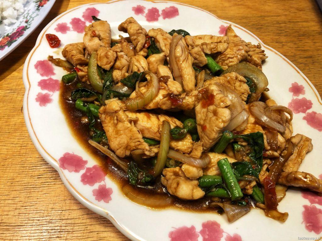 bangkok-soi-kurczak z tajska bazylia