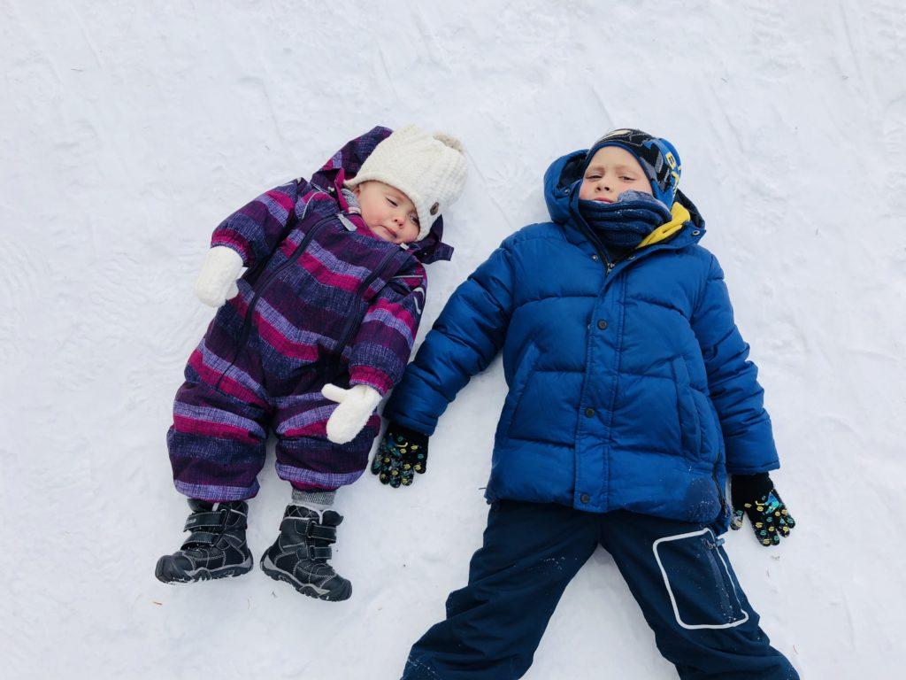 dzieci-snieg-poludniowy-tyrol