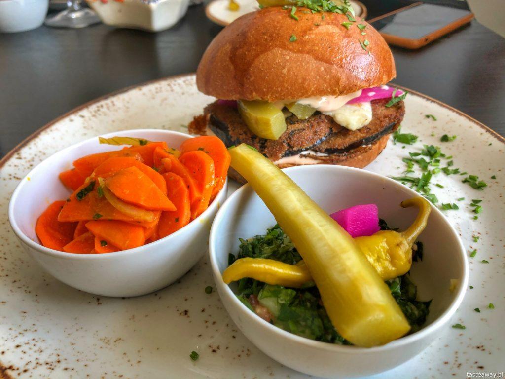 kumin-burger-z-baklazanem