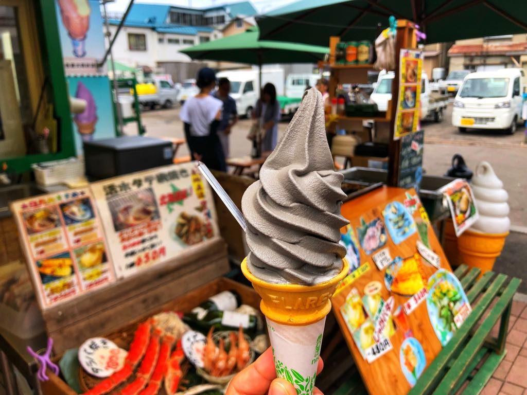 Hakodate- lody-z-atramentem-kałamarnicy