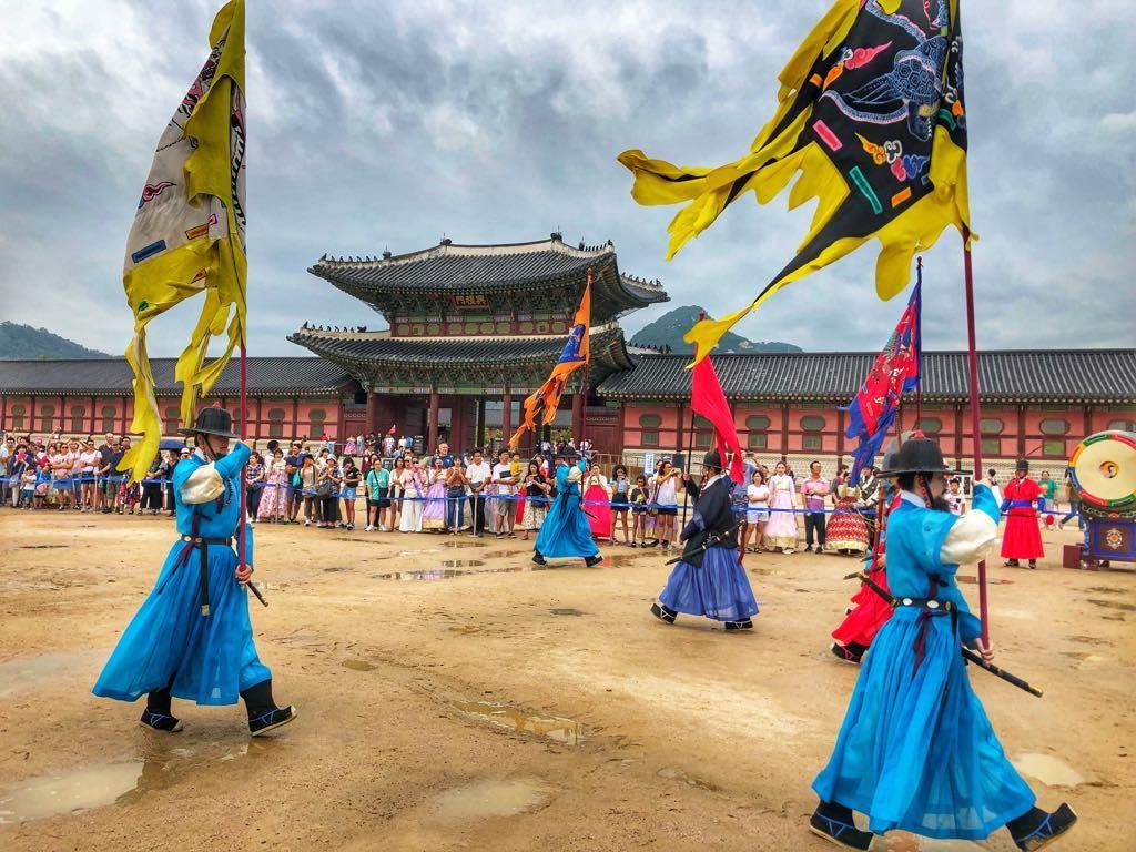 Pałac-Gyeongbokgung-zmiana-warty
