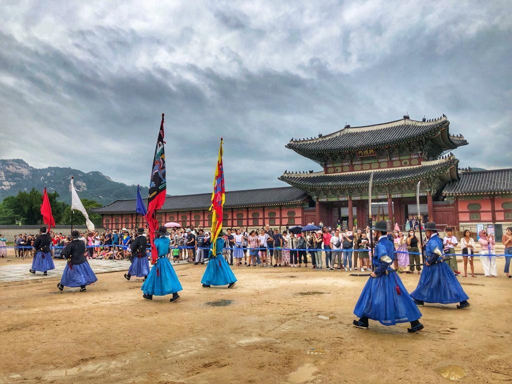 Pałac-Gyeongbokgung-zmiana-warty-2