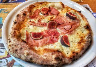 Mąka i woda pizza