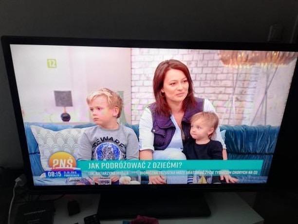 w telewizji z dwójką dzieci