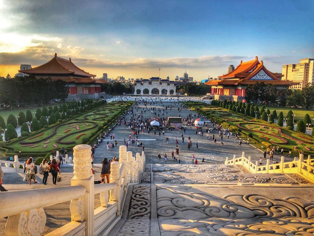 zachód słonca okolice mauzoleum Czang Kai Sheka