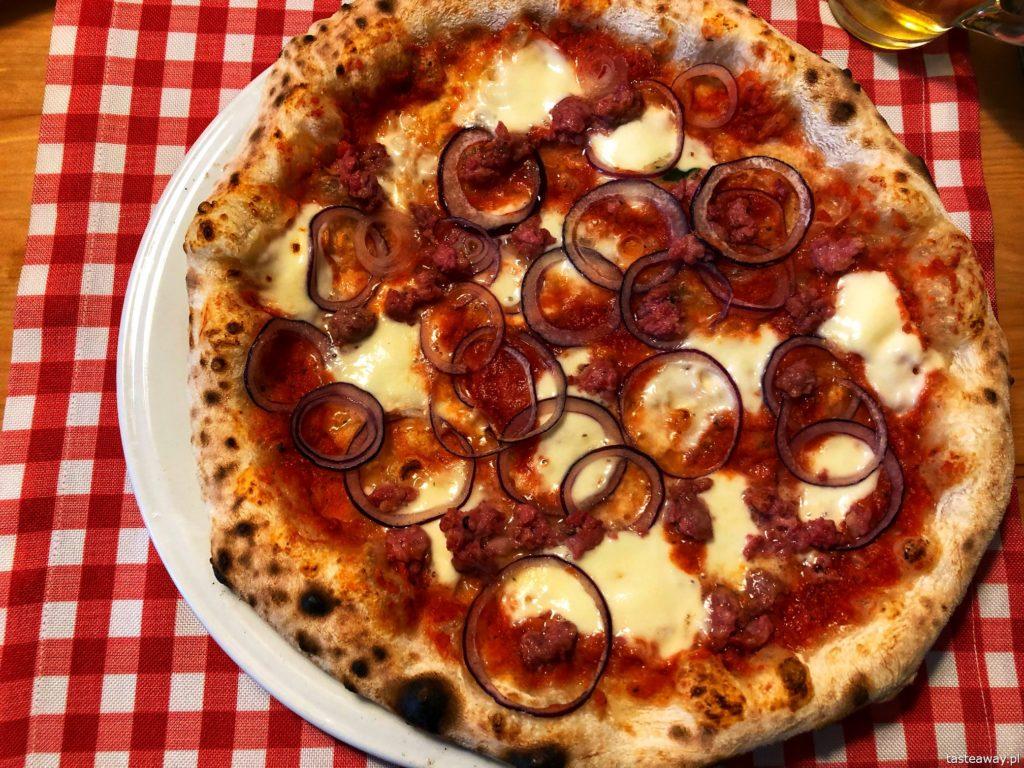 pizza-piselli-salsiccia-e-cipolla