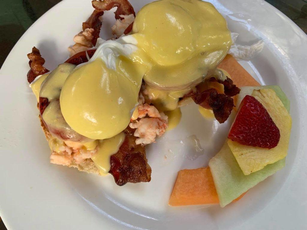Eggs Benedict z homarem
