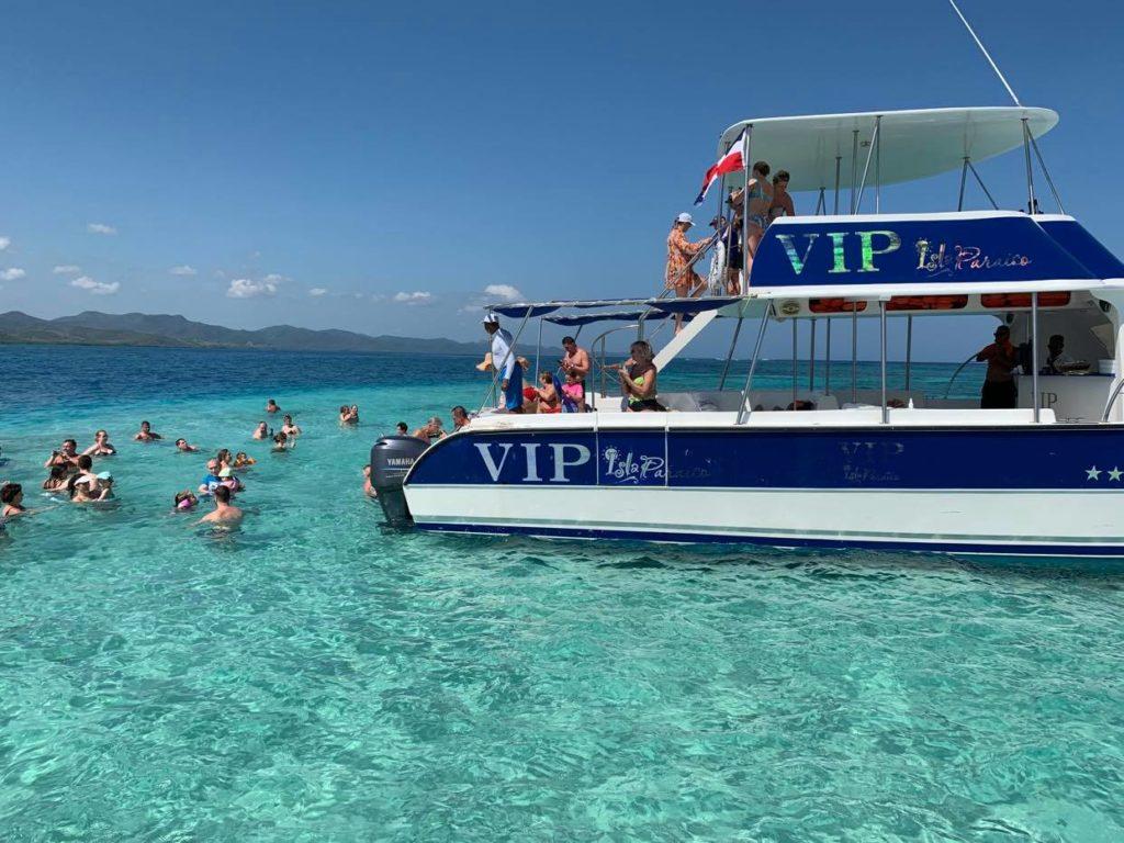 statkiem na Paradise Island