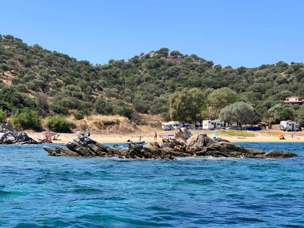plaże w okolicach Amuliani