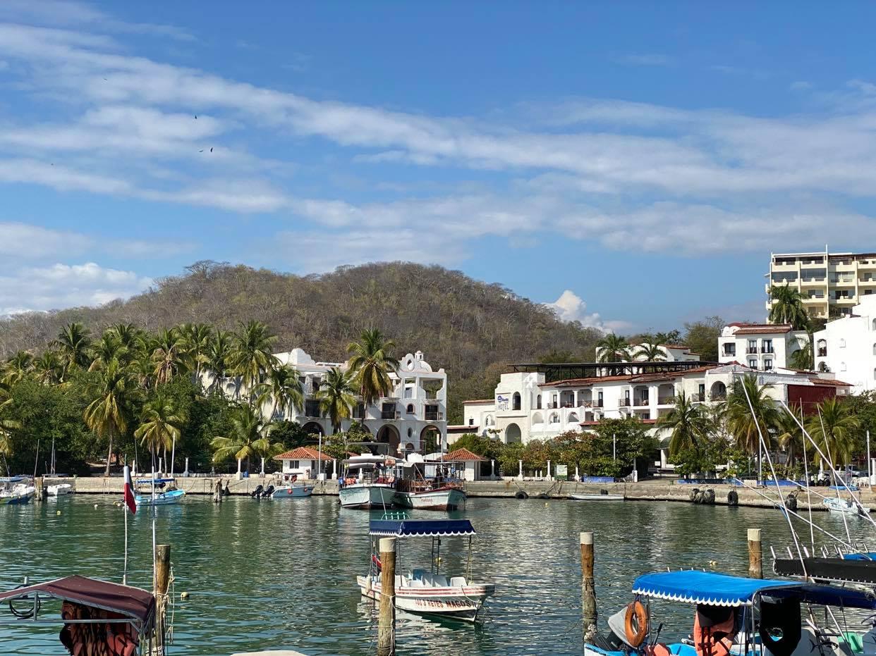 Huatulco_port