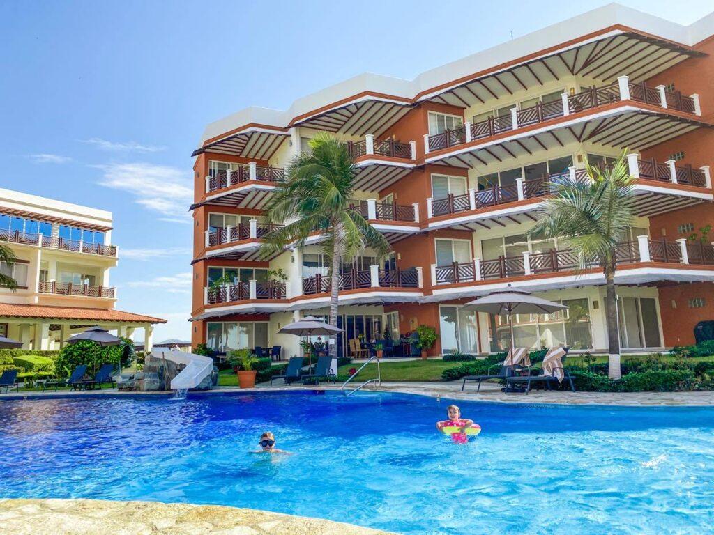 Vivo Resorts_basen