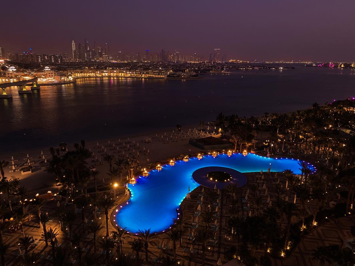 Atlantis widok nocą
