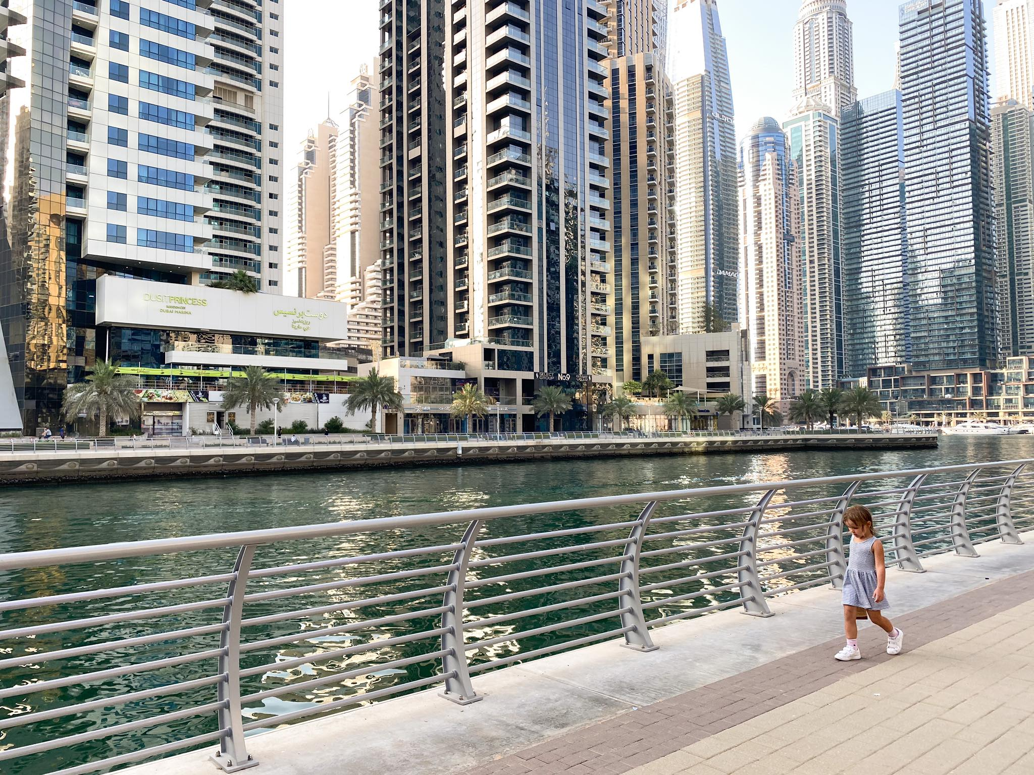 Dubai Marina_deptak_spacer