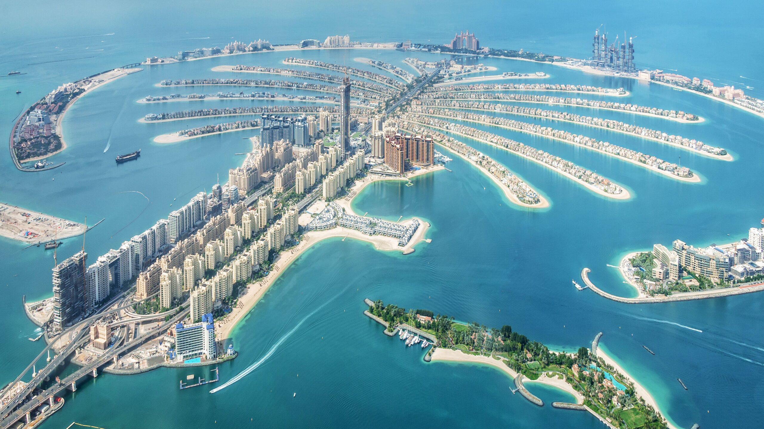 aerial-view-of-dubai-palm-jumeirah-island--united-arab-emirates-1097789900-b6c44835cb3945f481427a612f2cdd0b