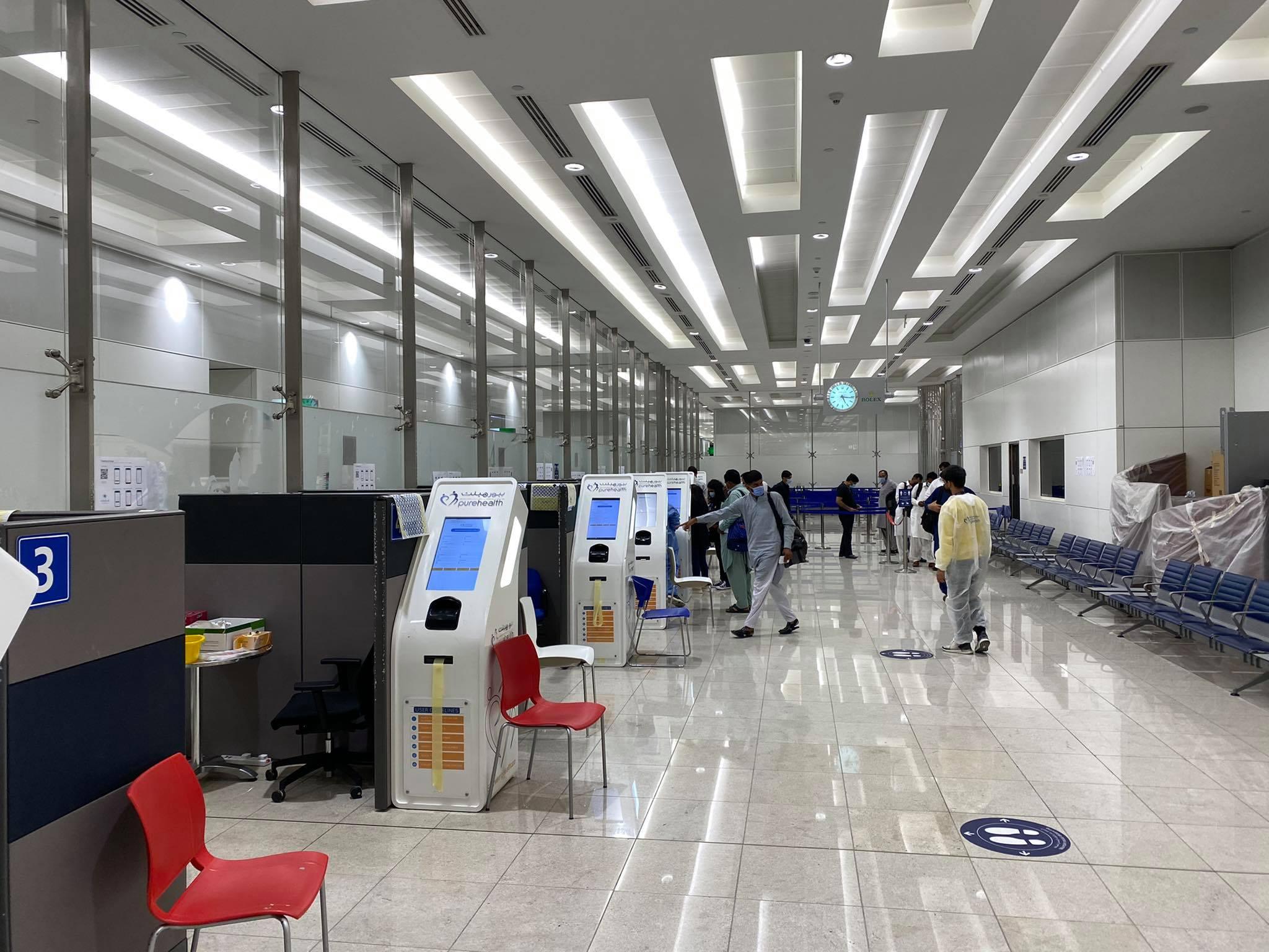 testy COVID na lotnisku w DUBAJU