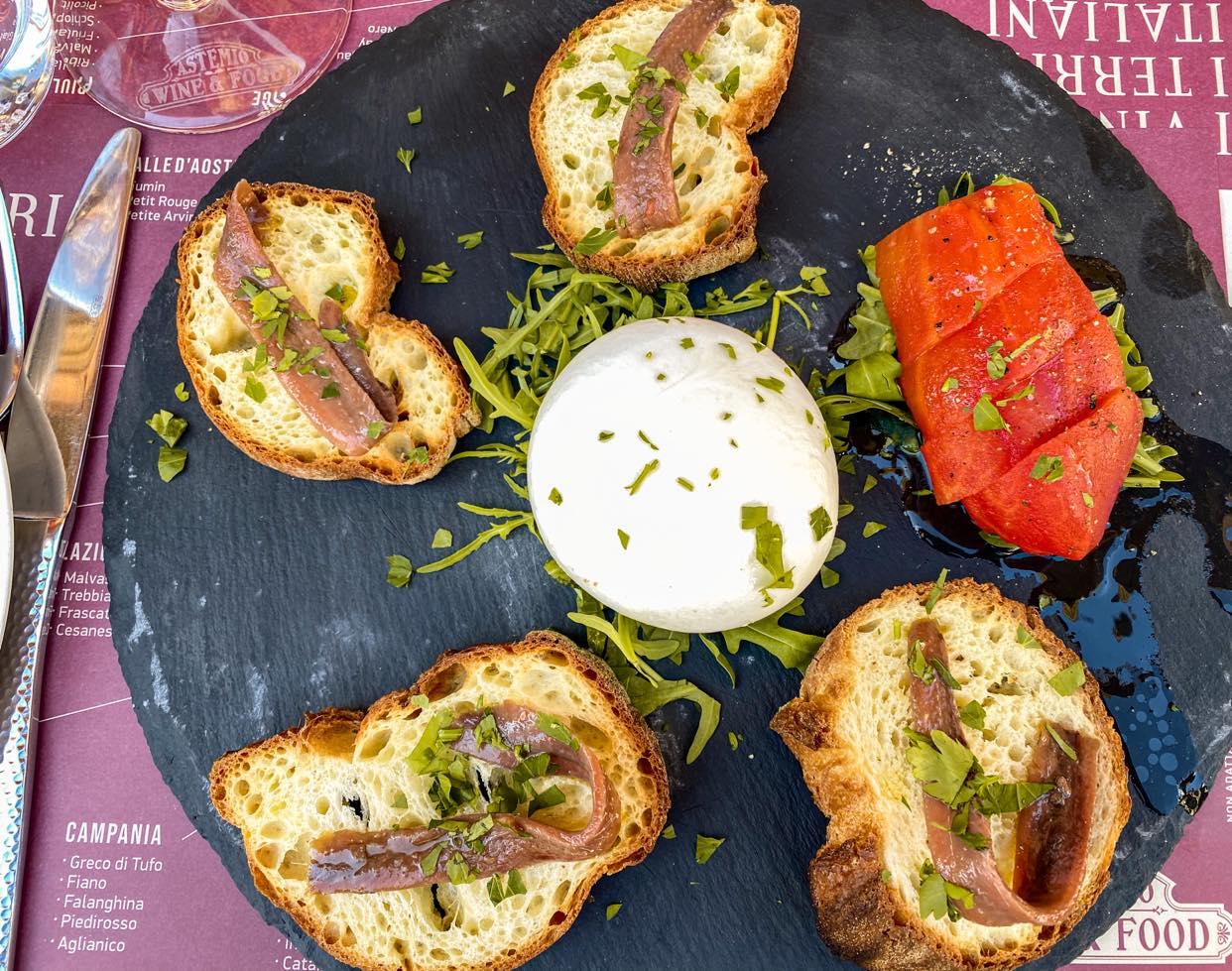crostini z burratą i anchois